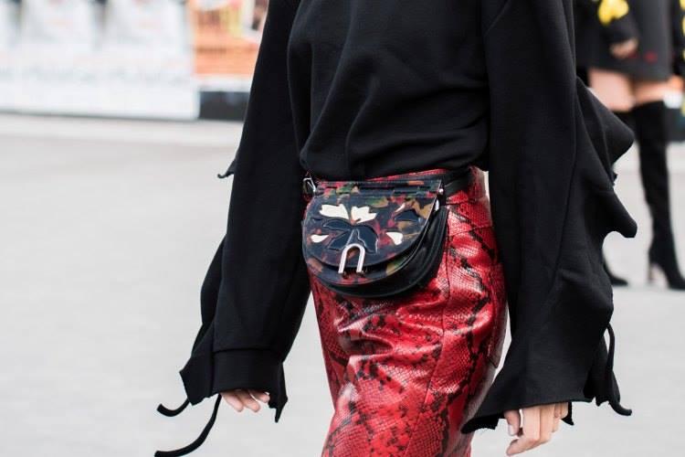 torbica oko struka foto unsplash