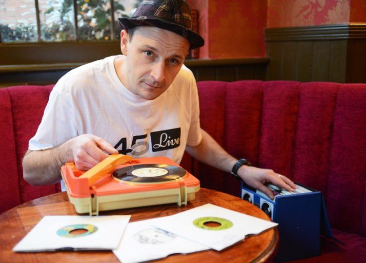 Britanski di-džej i producent Boca 45 u klubu Feedback