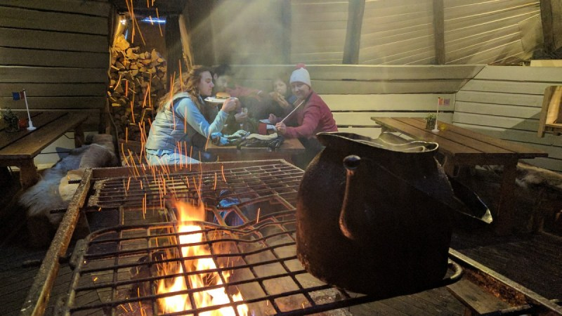 sami koliba i pljeskavice od irvasovog mesa Foto: Trip Blog Post