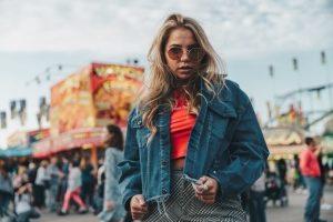 oversized teksas jakna foto burst