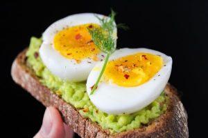 vitamin e jaja hleb foto pexels