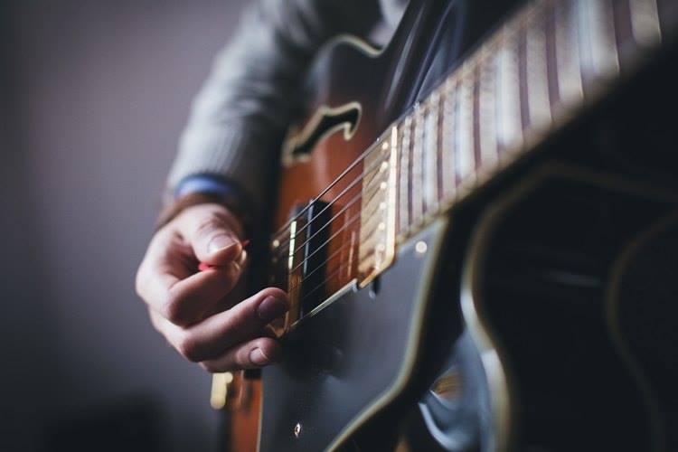 gitara gitarista ilustracija freestocks
