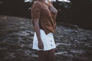 suknja na prednje kopcanje foto unsplash
