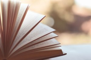 knjiga promocija knjizevno vece foto pexels