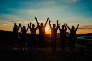 putovanje izlet prijatelji mladi ljudi foto pexels