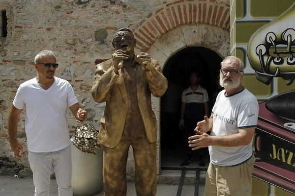Saban Bajramovic statua u muzeju Jazz-a Foto Sasa Djordjevic