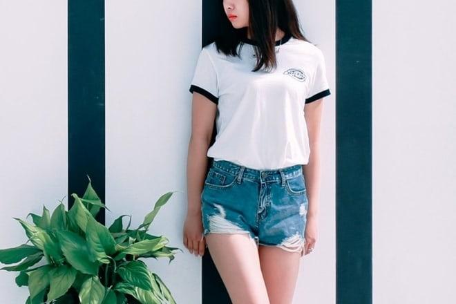Dobitna letnja kombinacija: Bela majica i teksas šorts